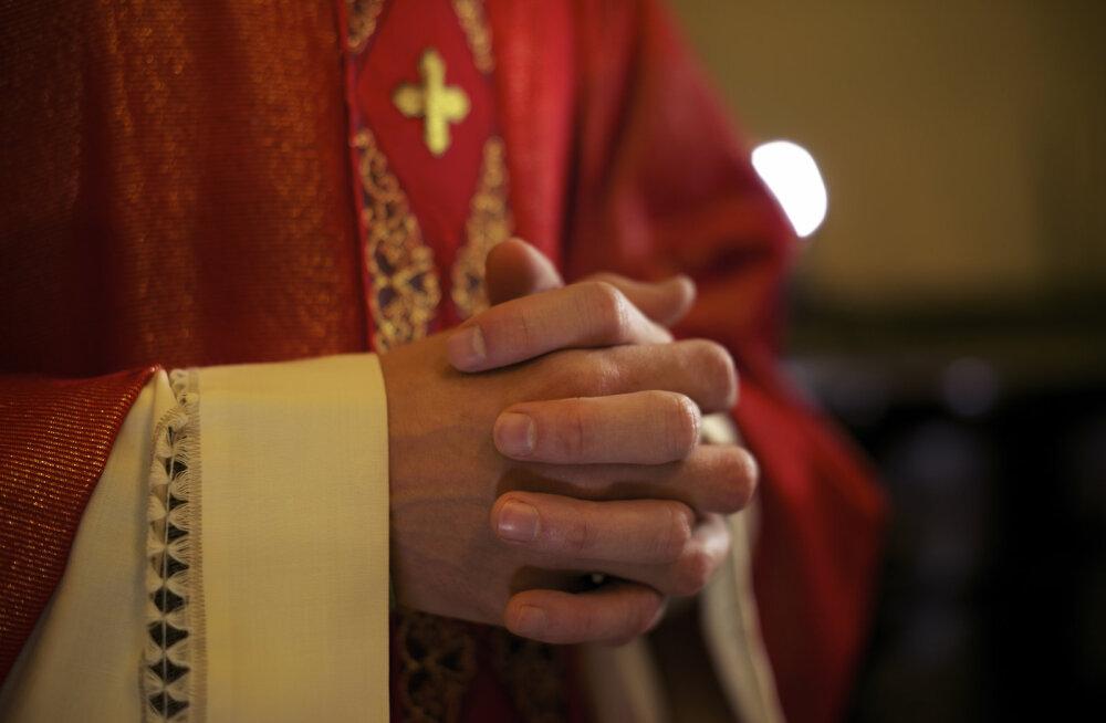 Во Франции юноша убил крестом обвиняемого в педофилии священника