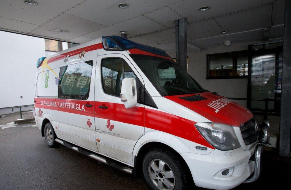Tallinna lastehaigla uus reanimobiil, kiirabiauto