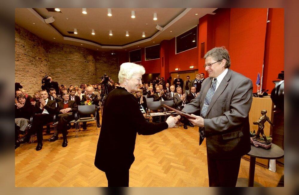 Maaülikooli preemia saanud Maie Mölder hoolib loomade heaolust