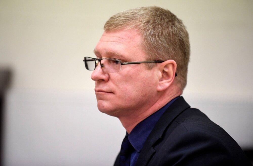 ФОТО: Обвиняемый в мошенничестве председатель Нарвского горсобрания предстал перед судом