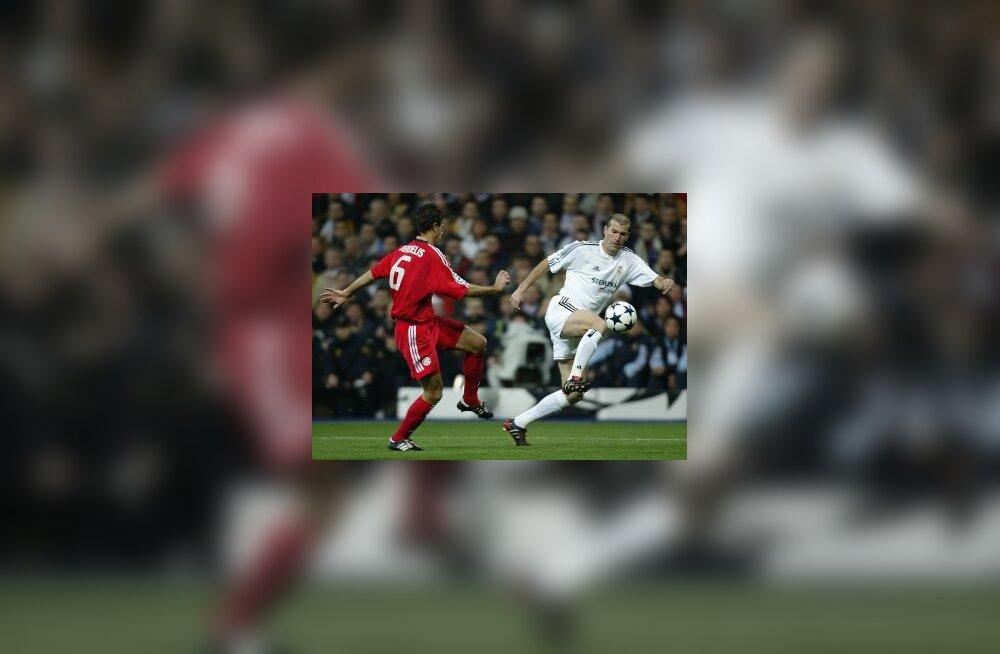 Argentinian Desmichelis  ja Zinedine Zidane