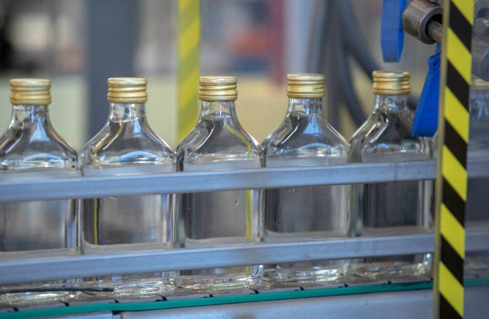 Из магазина в Кохтла-Ярве украли две бутылки водки. Охраннику угрожали убийством