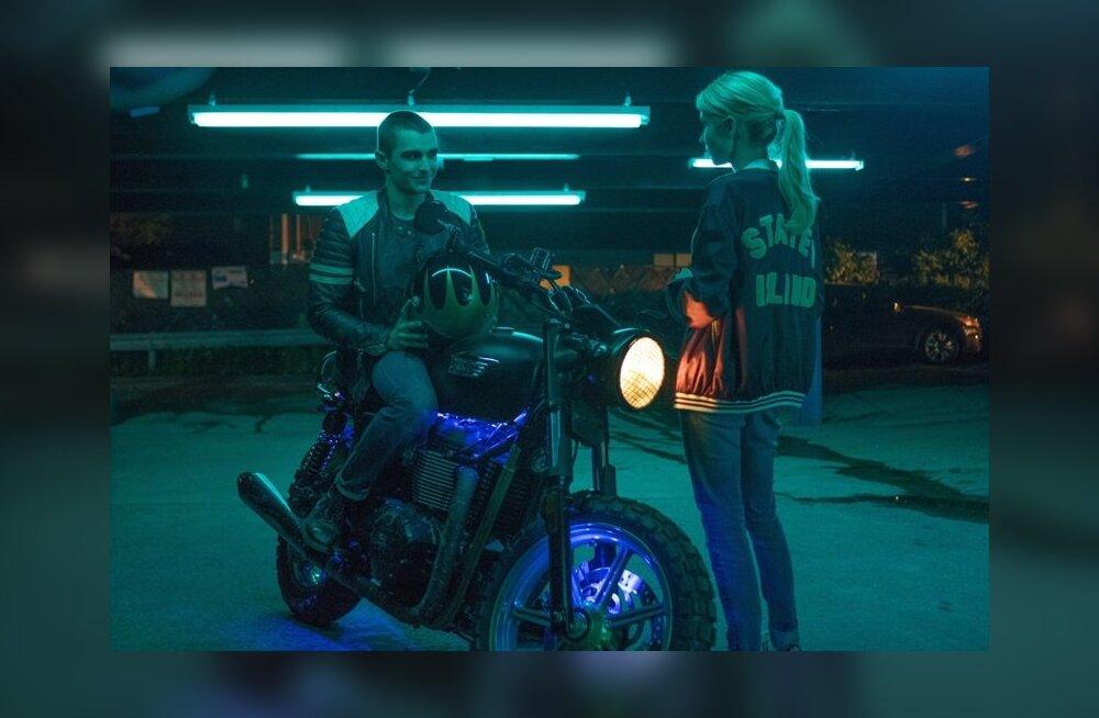 """ARVUSTUS: Omanäoline noortefilm """"Närvidemäng"""" näitab, mis juhtub, kui võtta virtuaalreaalsust liiga tõsiselt"""