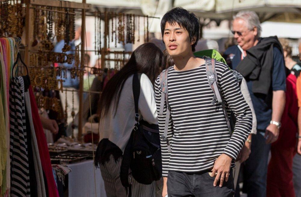 Hiina ja jaapani turistid