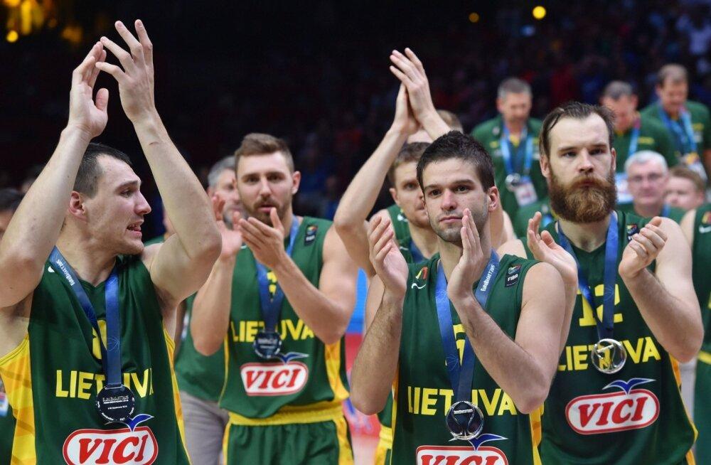 Leedu koondis, paremal ees Mantas Kalnietis