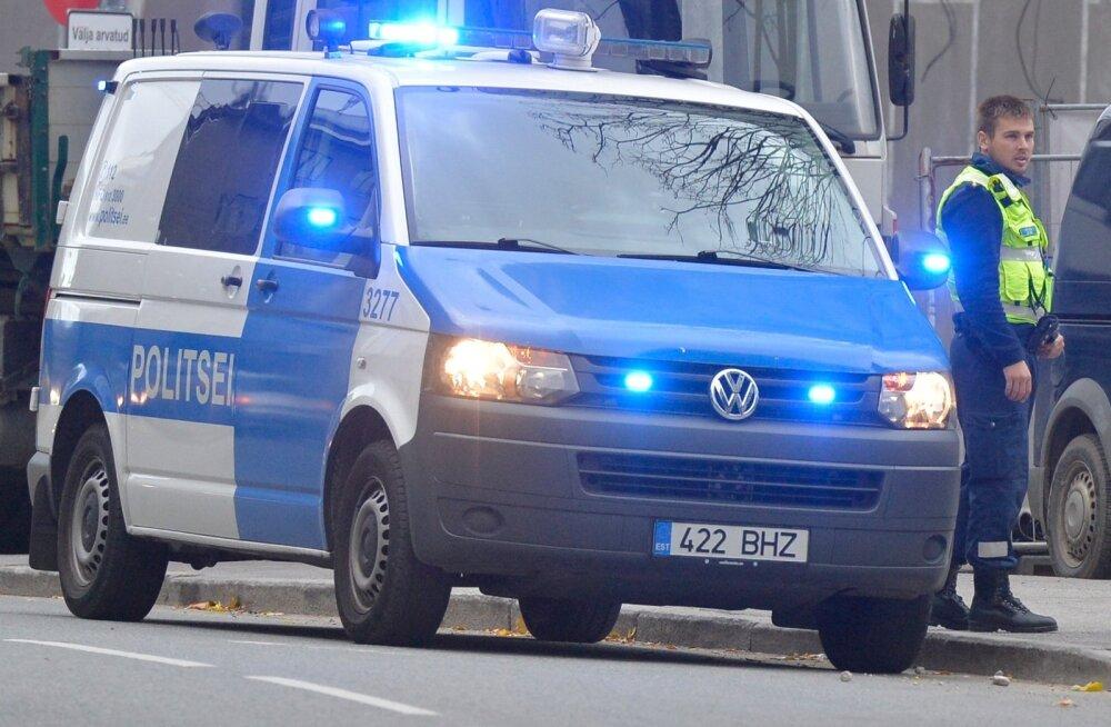 Põltsamaal sõideti tagant otsa tee äärde pargitud Audile, mille juht viibis parasjagu politseiautos