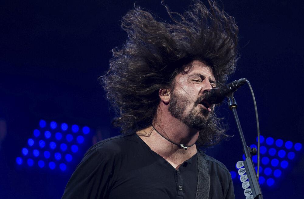 Foo Fightersi ninamees näitas ropendamises Adele'ile koha kätte