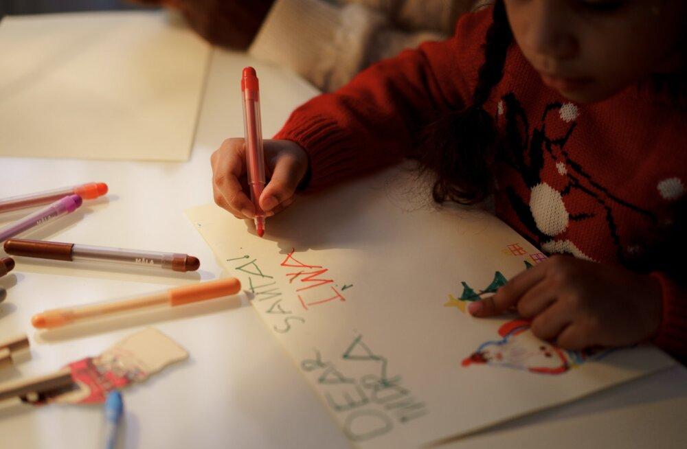 Письмо Санта-Клаусу от непослушной 9-летней девочки насмешило соцсети
