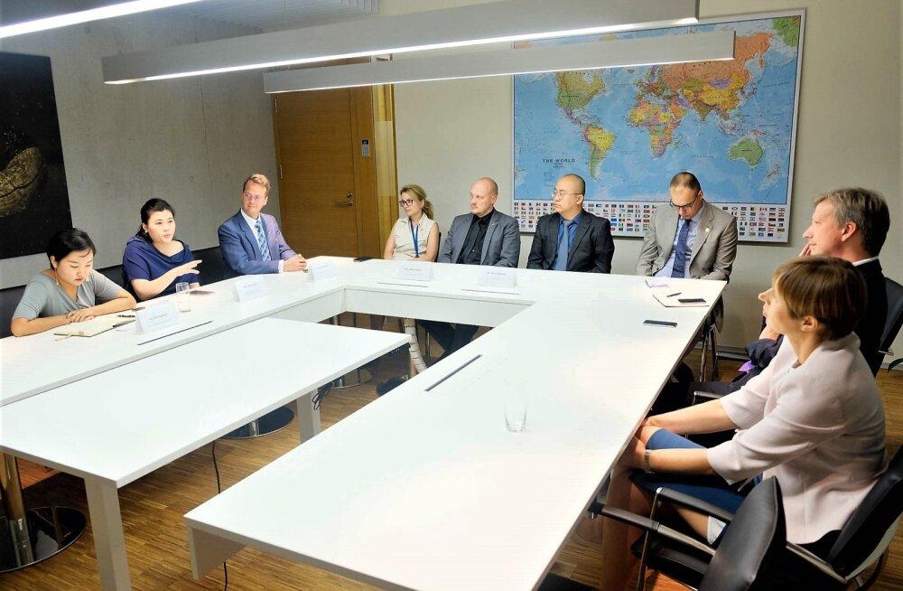 President Kersti Kaljulaidi visiidi ajal saatkonnas korraldatud ümarlaud, kus osalesid peale Post11 ka Magnetic MRO, Stigo ja Saaremaa Housesi esindajad.