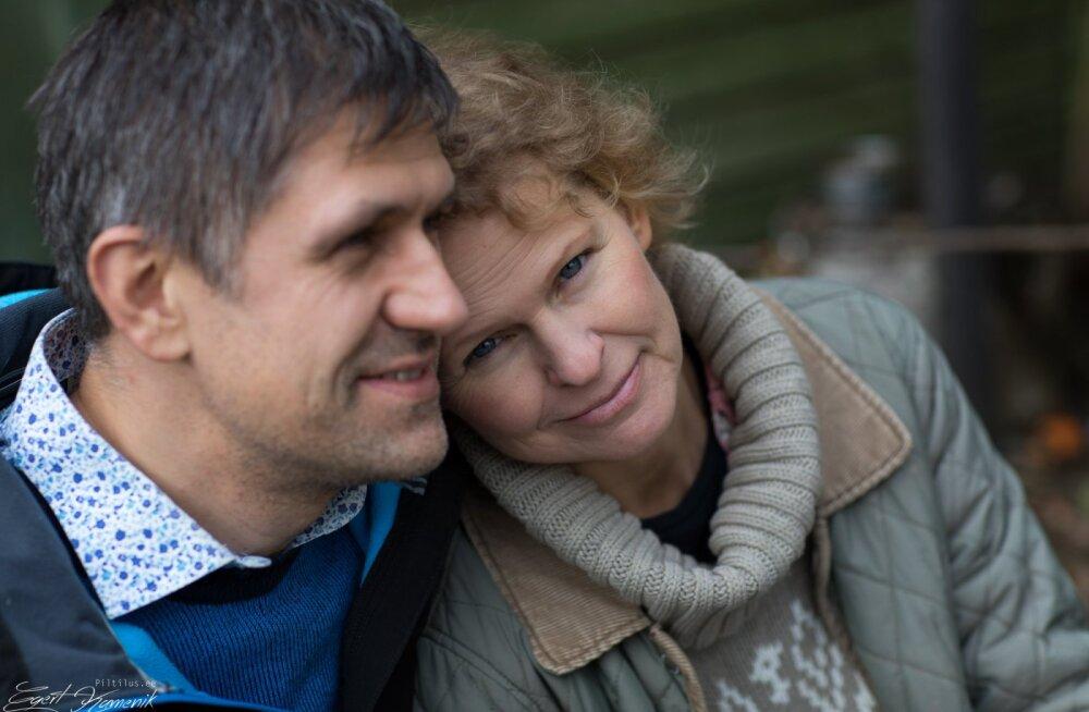 VIDEO | Nelja lapse ema võitlus elu eest: fataalse ajukasvajaga sõdiv Eeva loodab abi saada ravimikokteilist, mida Haigekassa hetkel ravimeetodina ei tunnusta