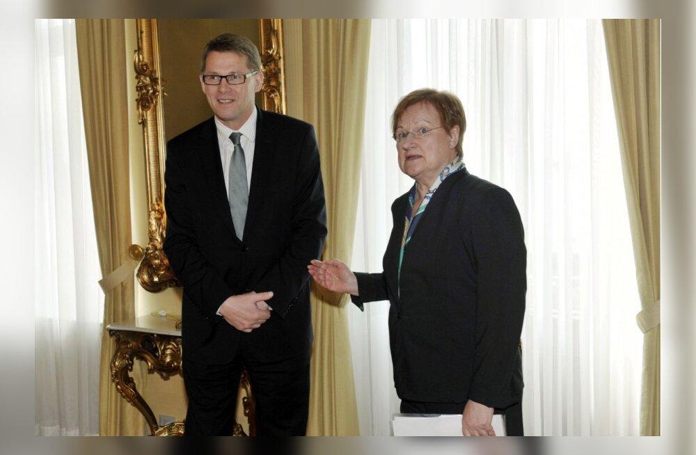 Tarja Halonen kritiseerib uues raamatus oma presidendiaja peaministreid