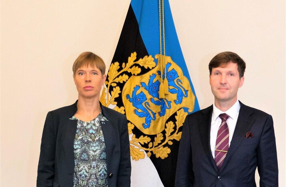 FOTO | President Kersti Kaljulaid ja rahandusminister Martin Helme hoidsid mõõdukat distantsi ja arutasid riigieelarvet