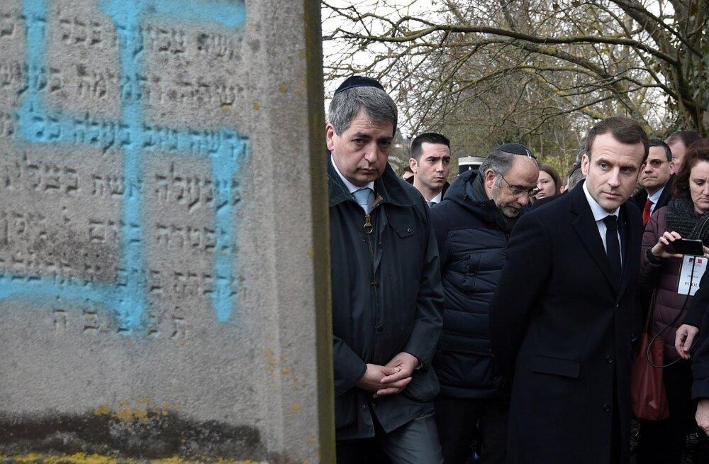 President Emmanuel Macron lubas surnuaia rüvetajatele karmi karistust.
