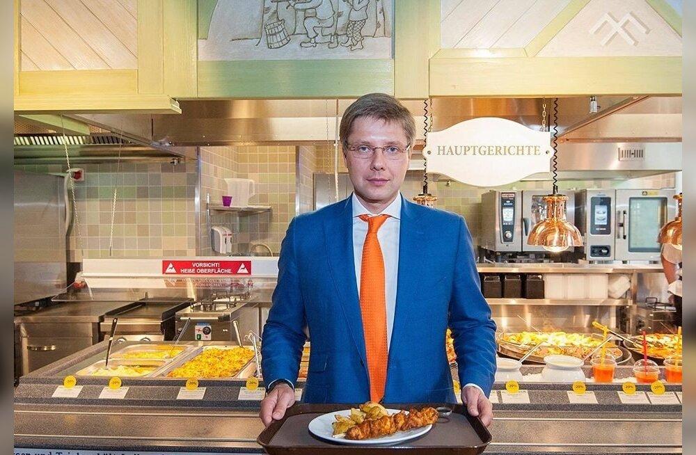 Koosmeele erakonna juht, Riia linnapea Nils Ušakovs kutsus oktoobris Saksamaal iseteenindusrestorani Lido Berliini filiaalis kõiki seimivalimistest vestlema, kuid ise ta seekord valimistel ei osale.