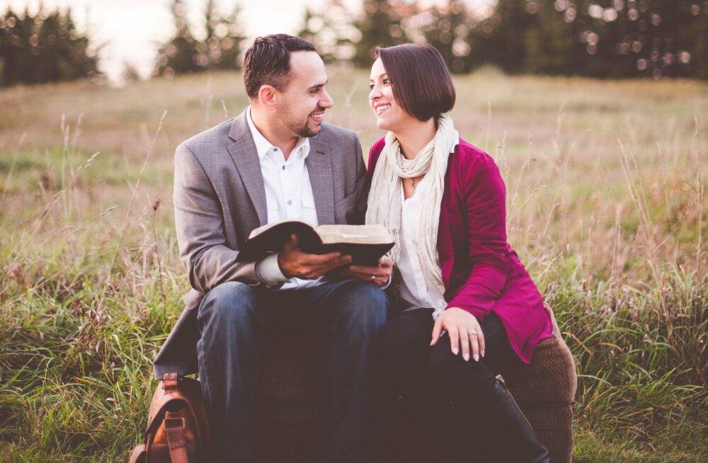Naisteka suur suhtehoroskoop: millise tähemärgi esindajaga leiavad VEEVALAJA ja KALAD oma õnne?