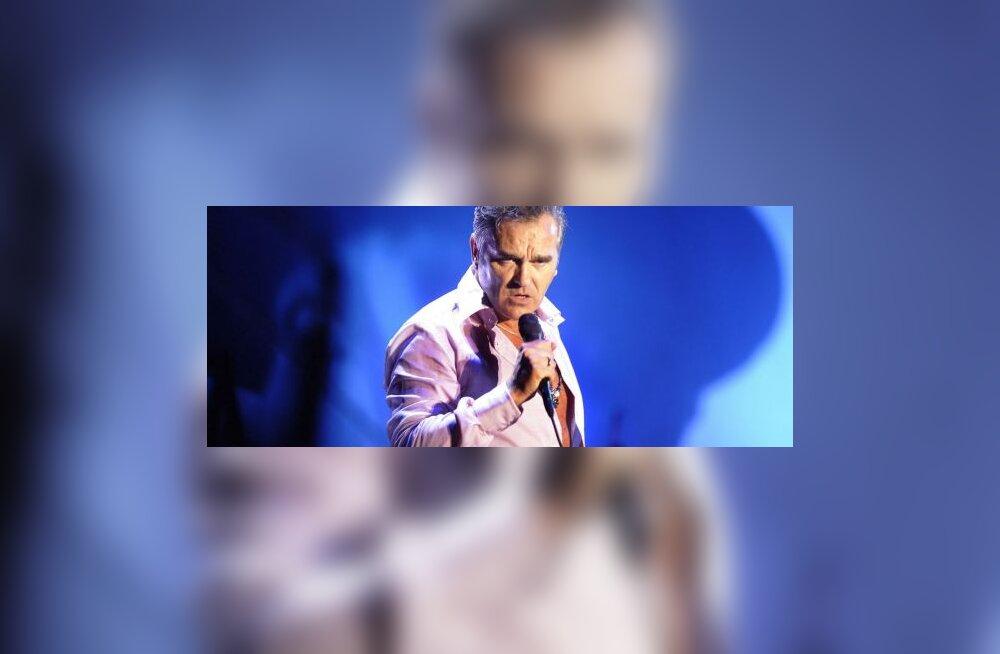 Arst keelas laval kokku kukkunud Morrisseyl naeratuse