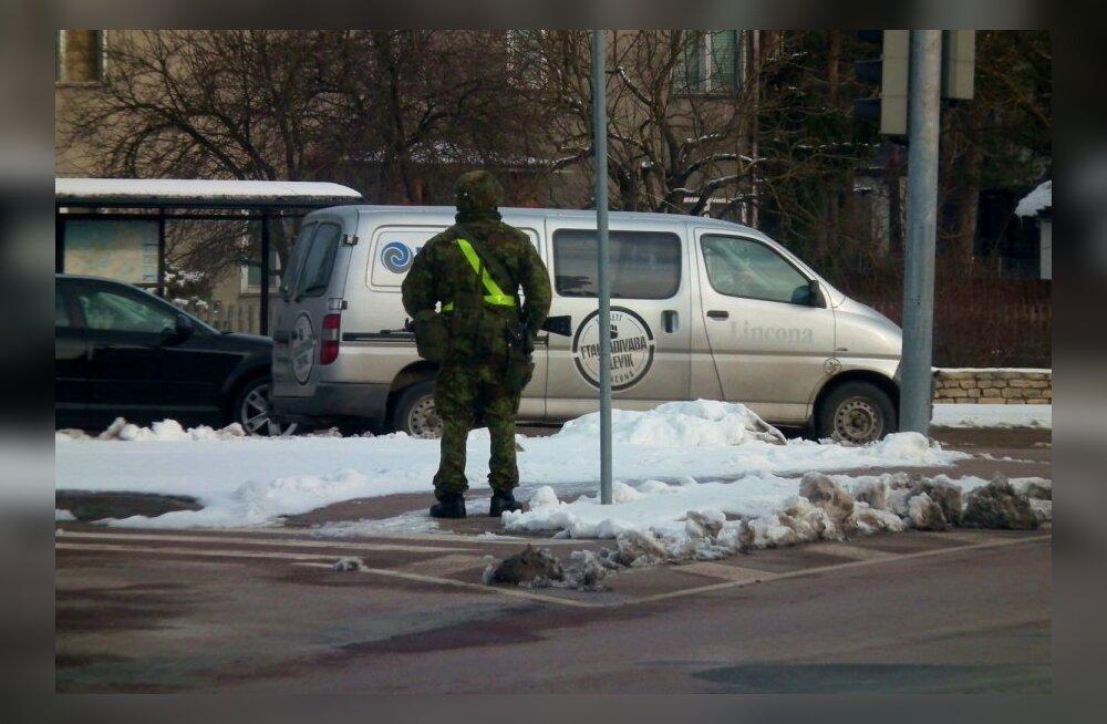FOTOD: Tallinna ristmikel seisid relvastatud sõdurid