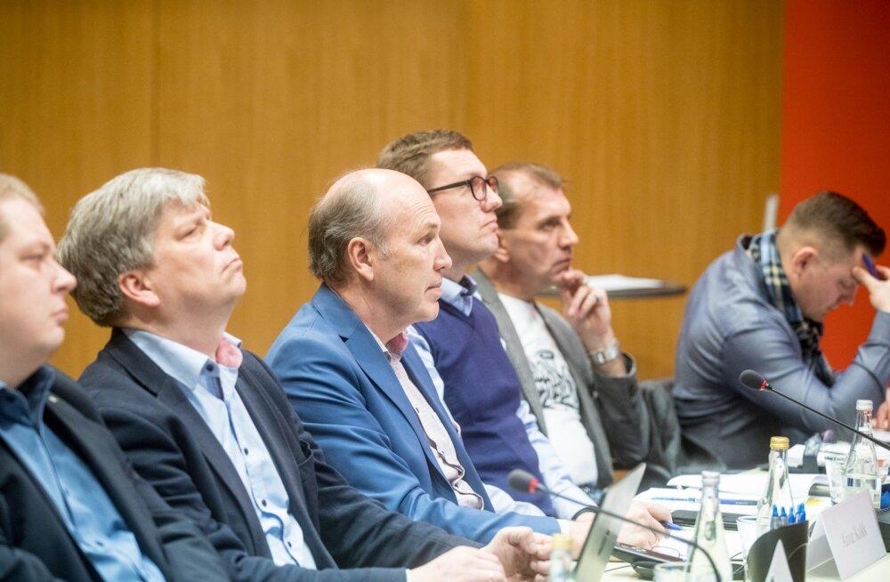 Eilsel Rail Balticu uuringu tutvustamisel jäid paljud küsimused vastuseta. Majanduskomisjoni esimees Aivar Kokk (vasakult kolmas) loodab terve tasuvusuuringu siiski sel nädalal kätte saada.