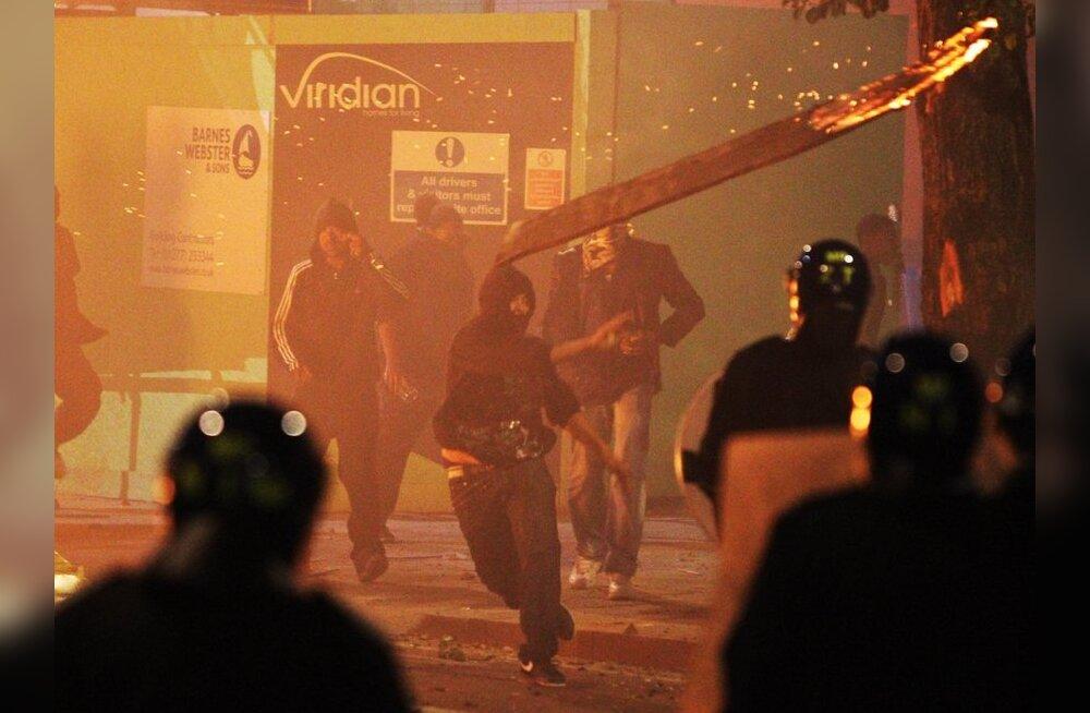 После беспорядков власти Великобритании запрещают все уличные акции в Лондоне