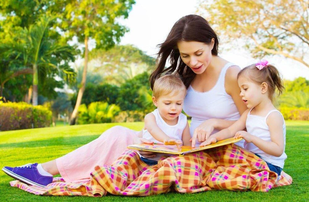 Kümme põhjust, miks võiksid oma lastele raamatuid ette lugeda