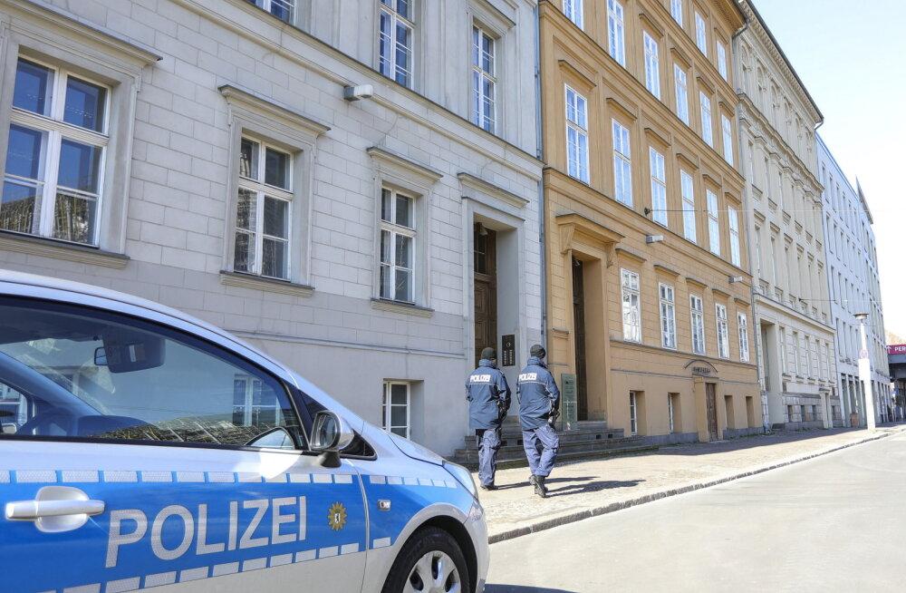 Bild: Saksa Nordrhein-Westfaleni liidumaal hakkab trahv enam kui kahe inimese kogunemise eest olema 200 eurot