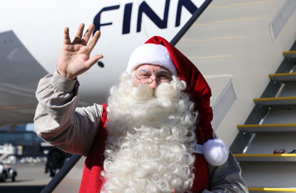 ФОТО: Санта-Клаус впервые слетал в Корею