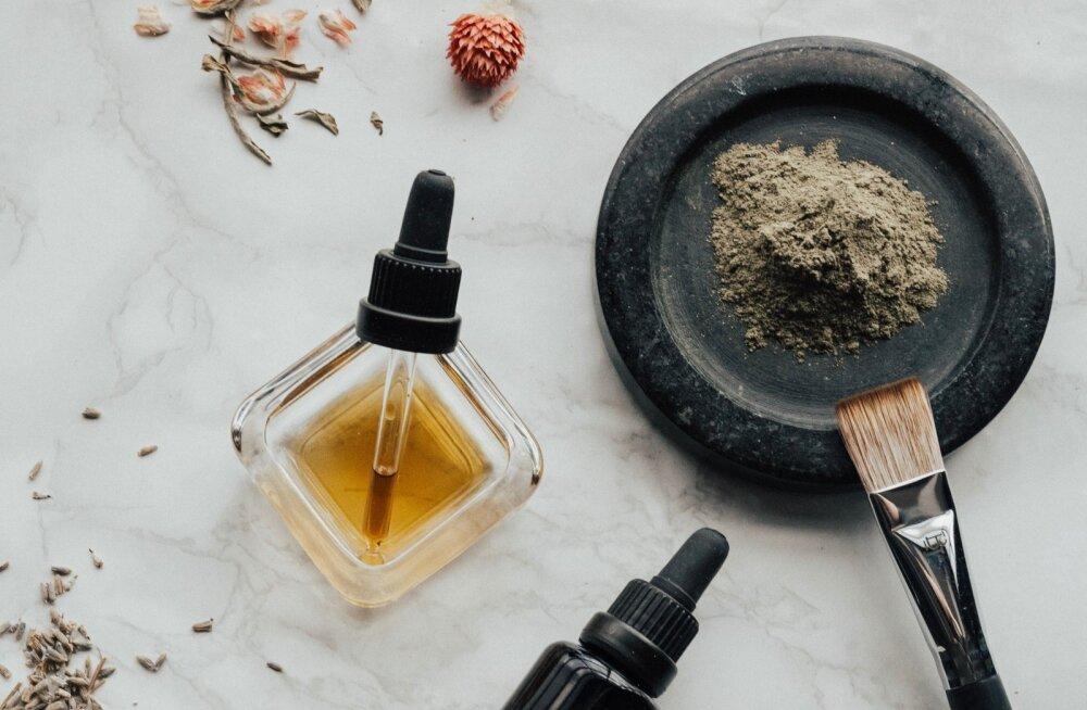 Как хулиганят парфюмеры? Ароматы крови, спермы, уютного свитера или земли после дождя