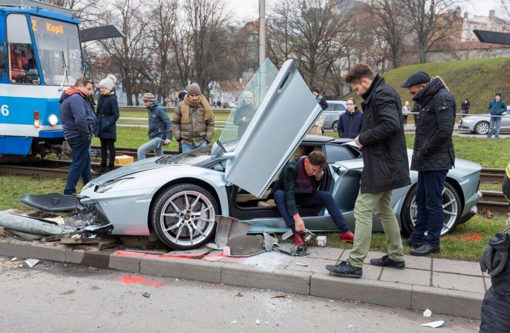 c04fbfc4b60 Eestis elava Liibanoni miljonäri luksusauto ja spordiklubi parklas ...