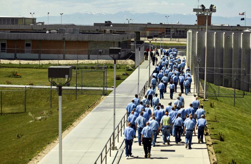 Vangid häkkisid vangla tahvelarvutitesse ja hankisid enam kui 190 000 euro eest meelehead