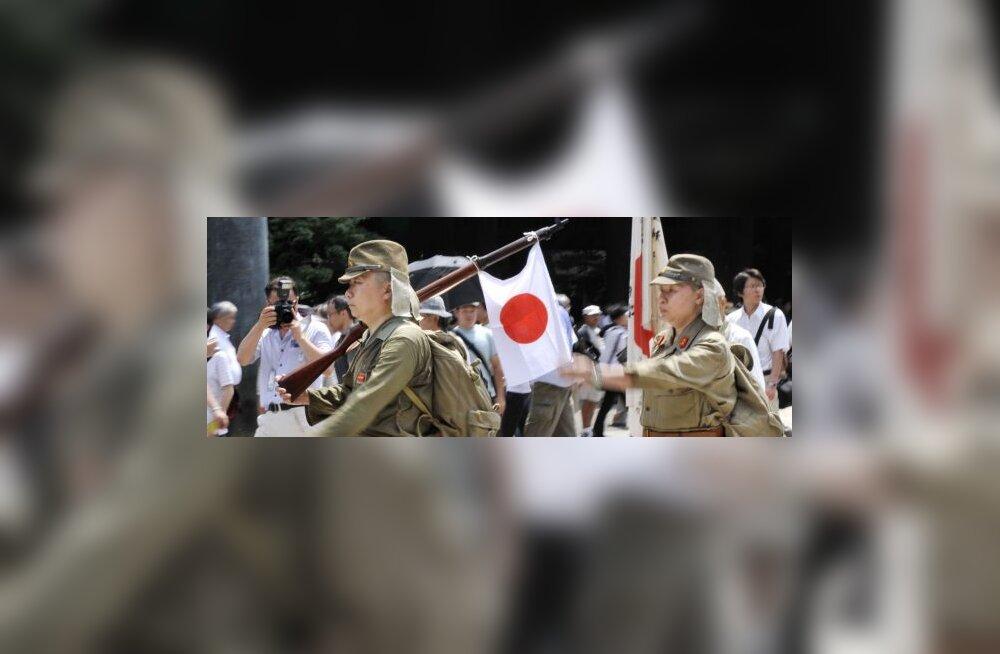 Jaapani rahvuslane lõikas parlamendi ees kõhu lõhki