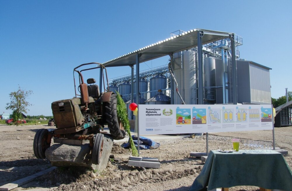 Moodsa kuivati avamispäeval viitas järjepidevusele aukohale pandud ajalooline traktor.
