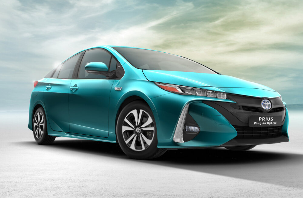 Toyota tähed Pariisi autonäitusel: C-HR, Prius Plug-in, GT86 ja midagi põnevat