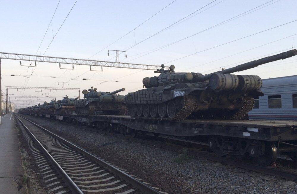 FOTOD: Reuters: Venemaa koondab eraldusmärkideta raskerelvastust ja sõdureid Ukraina piirile