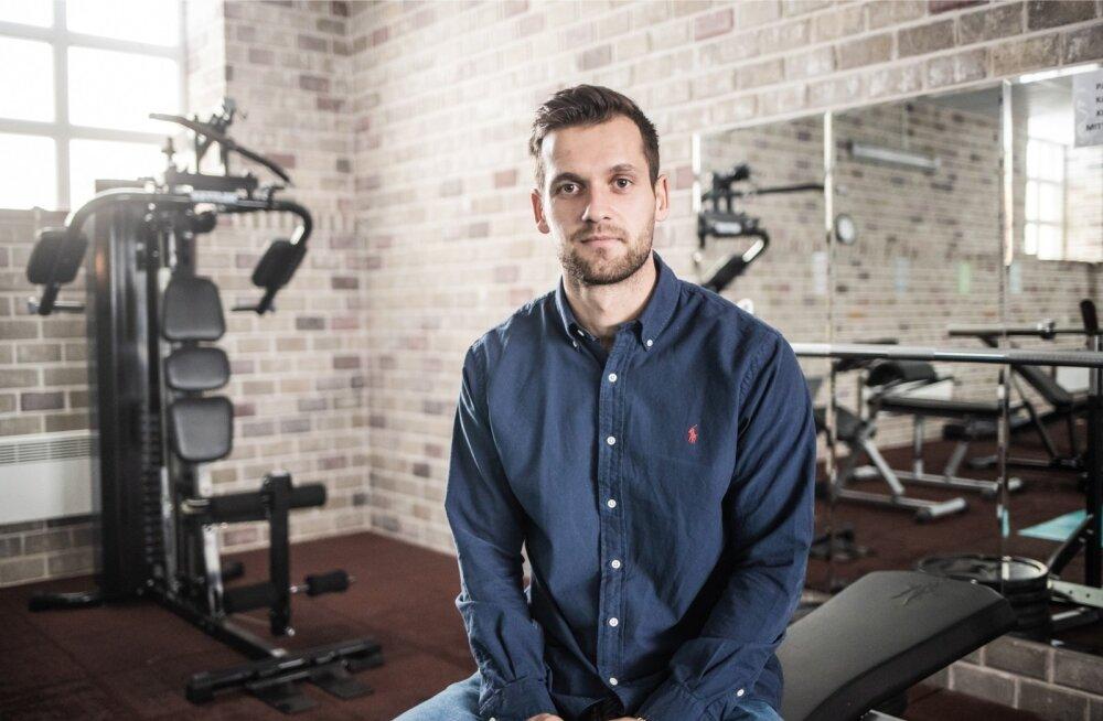 Magnus Kirt isa rajatud spordiklubis, kus ta praegugi vahel rassib.