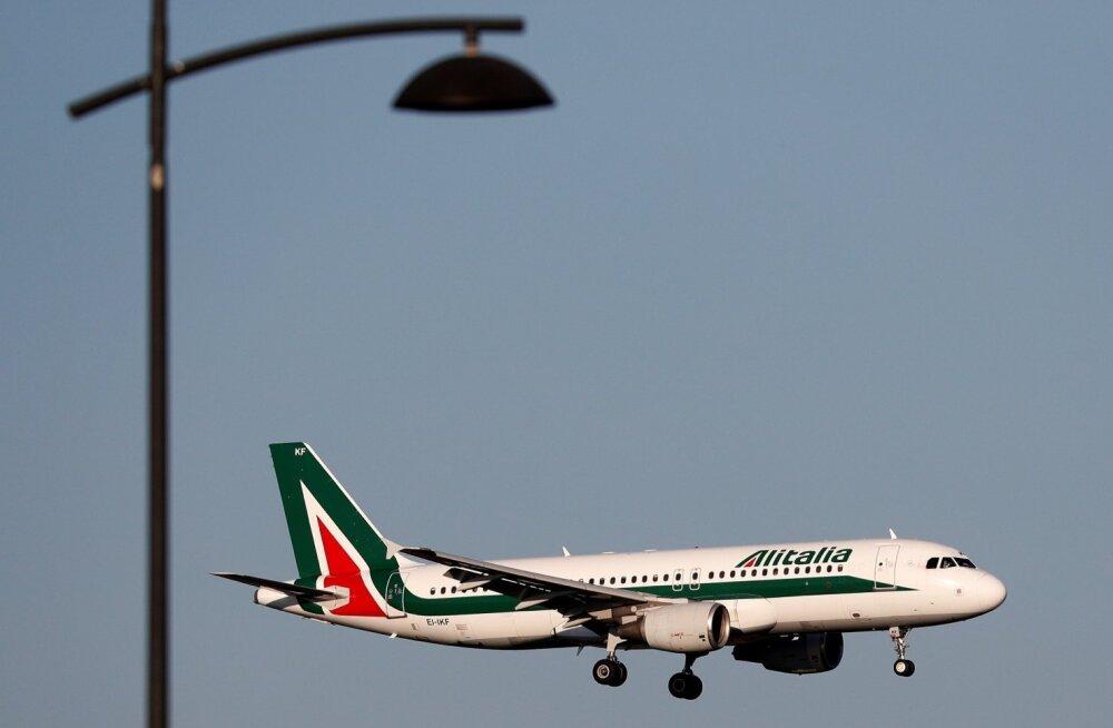 Alitalia lennuk maandumas