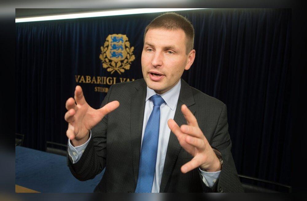 Pevkur kutsus riigiameteid Ida-Virumaale kolima