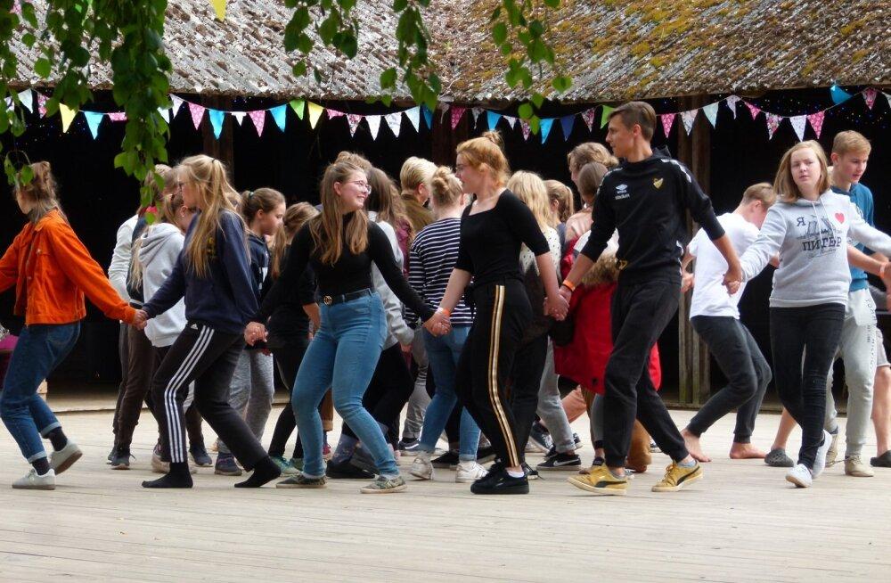 Kooliteatrite suvekoolis Rannal oli liikumine kõiki osalejaid ühendavaks lüliks