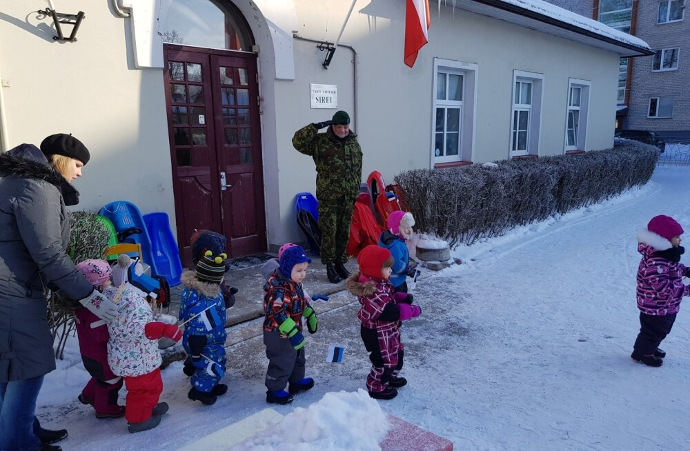 FOTOD   Hommik Tartu lasteaias algas presidendipaari kätlemistseremooniaga