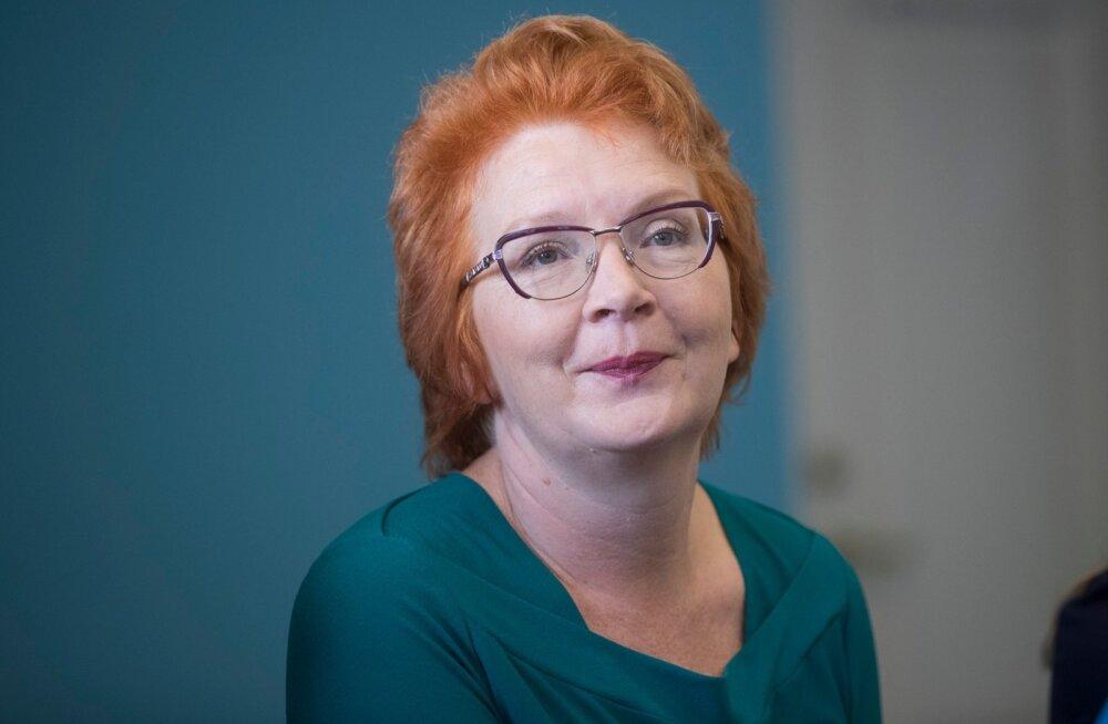 Yana Toomi pressikonverents Keskraamatukogus
