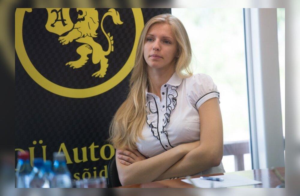 Vehkleja Katrina Lehis allkirjastas sponsorlepingu