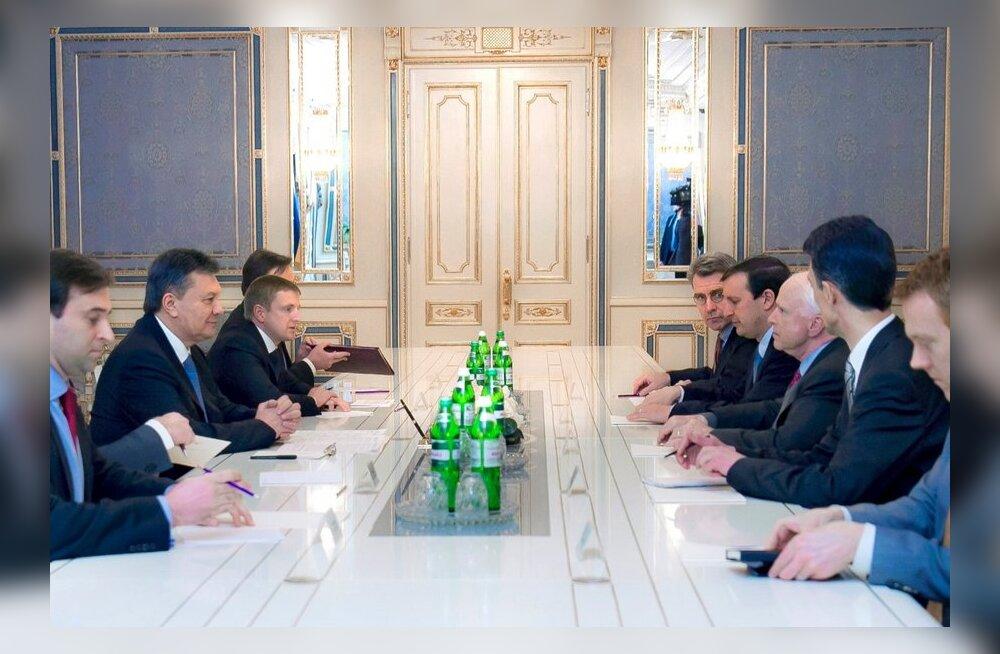 Janukovõtš lubas USA senaatoritele rahumeelseid meeleavaldusi mitte laiali ajada