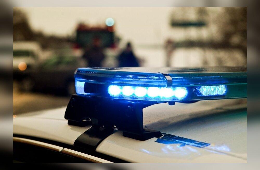 В Пярнуском уезде в аварийном автомобиле обнаружили погибшего человека