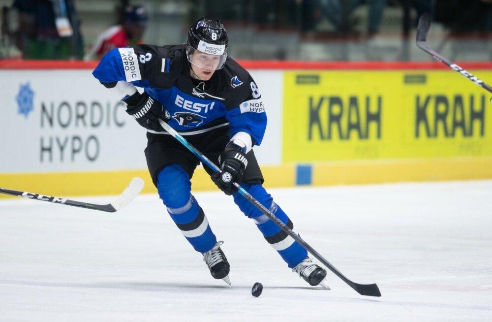 Robert Rooba kiidab Soome jäähoki taset.