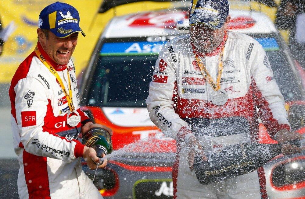 Sébastien Loeb (vasakul) ja Daniel Elena pritsisid üle pika aja võidušampanjat.