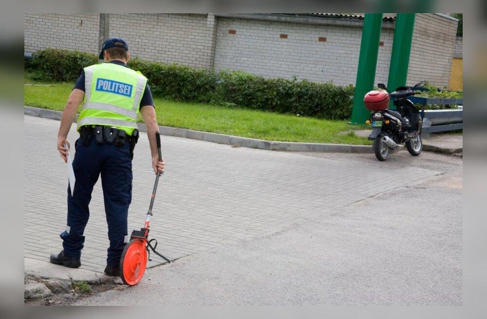 23847f0dd63 W3 uudised - Kolli külas põrkasid purjus meeste mopeedid kokku