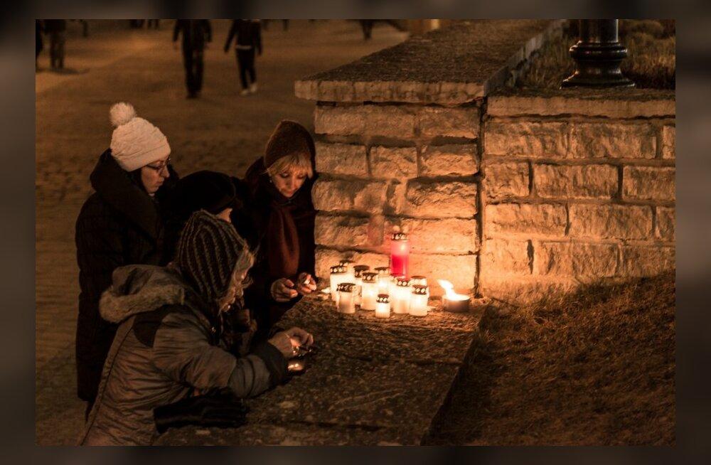 Küülad Harju tänaval, märtsipommitamise mälestuseks. Täna 9. Märts 2014 täitus 70 aastat sellest kurvast sündmusest