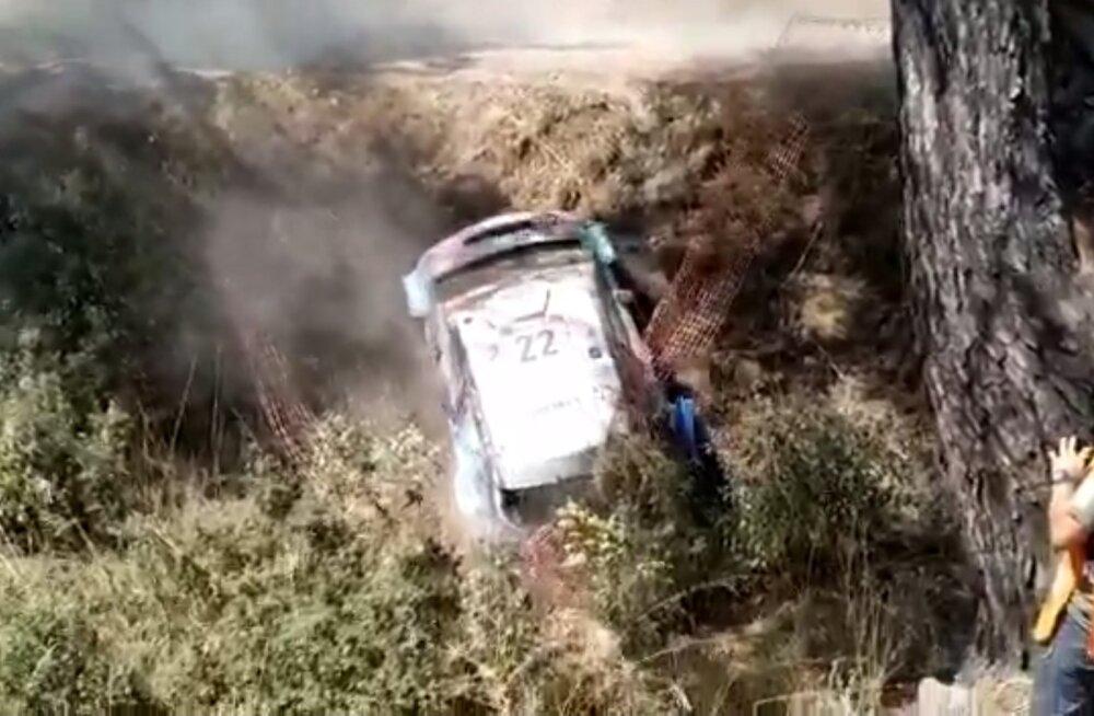 VIDEO | Uskumatu ukerdamine: just nii sai WRC2 Pro klassi võitnud Gus Greensmith auto viimase katse eel sügavast kraavist välja
