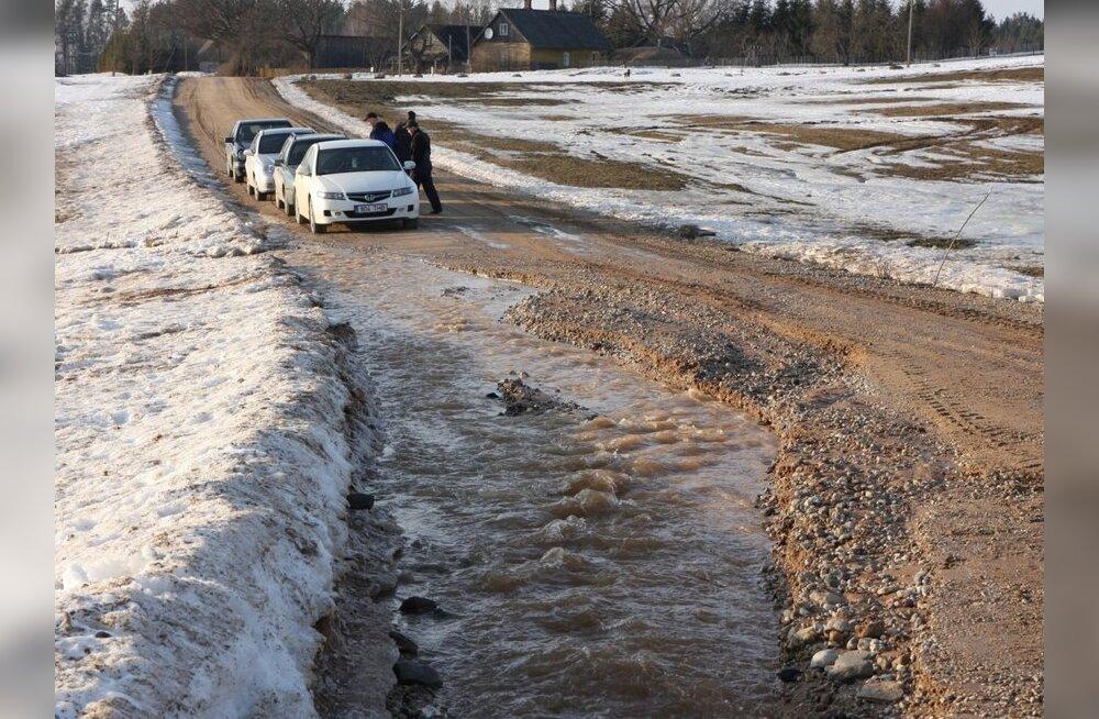 Vaata, millised teelõigud on lumesulavee tõttu suletud
