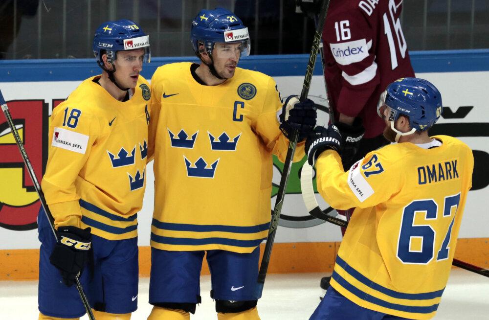 Jimmie Ericsson (keskel)