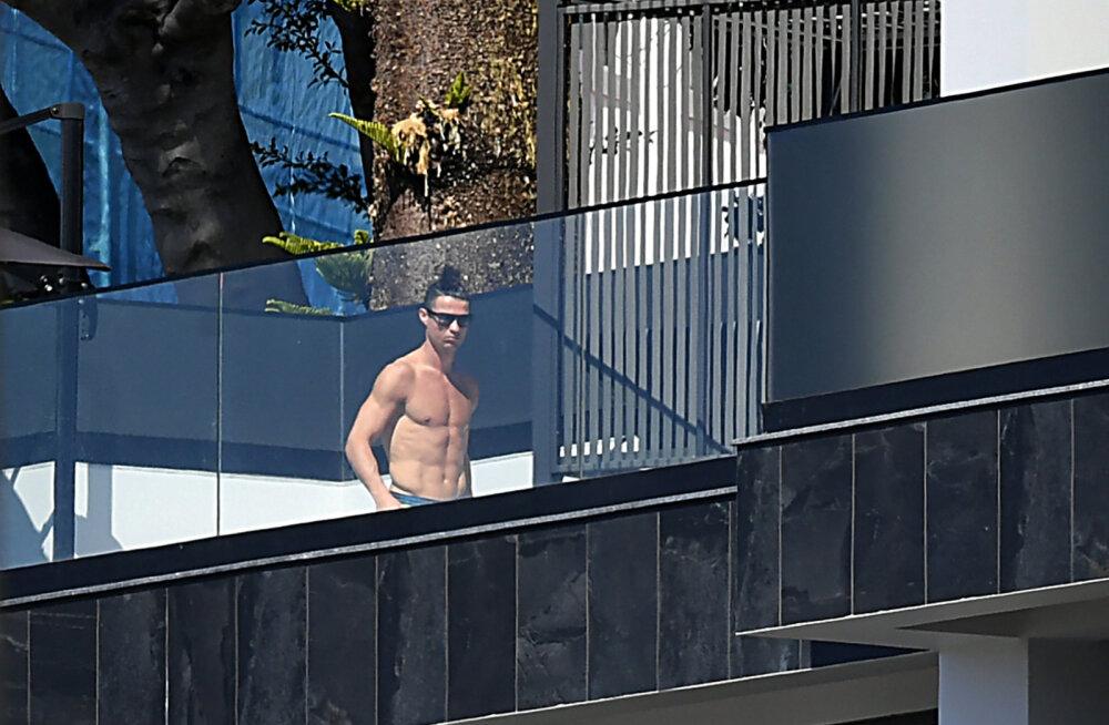 """Cristiano Ronaldot tabasid kriitikanooled. """"Ta pidi ema vaatama minema, aga nüüd teeb ta ainult basseini ääres pilte"""""""